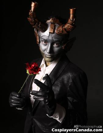 Headdress is made of foam and brass, the costume is completed with facepaint, a fine suit, a power button pendant and a pseudo rose.